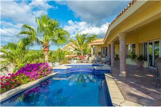 Villa Bougainvillea - 4BR Home + Private Hot Tub + Private Pool