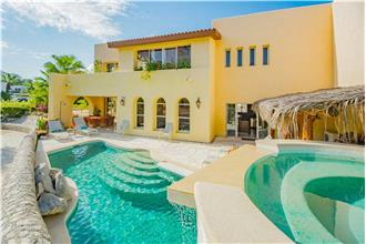 Villa De La Luz - 5BR Home + Private Hot Tub + Private Pool